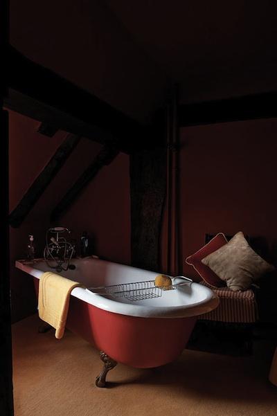 Une salle de bains r tro on y revient avec d lices for Peindre baignoire fonte