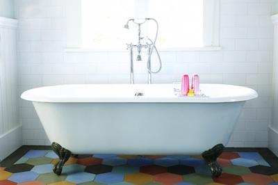 Choisir une baignoire ancienne pour sa salle de bains - Repeindre sa baignoire ...