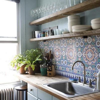 Dans une cuisine unie avec un choix de couleur limit la - Credence cuisine autocollante ...
