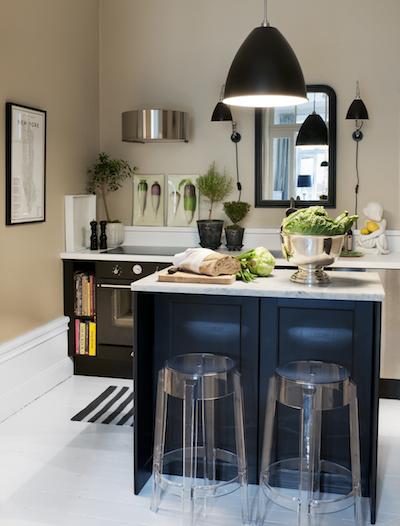 Un meuble bleu dans vos cuisines toutes blanches - Cuisine blanche et bleu ...