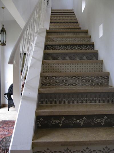 L 39 effet d coratif des contremarches peintes au pochoir - Escalier contremarche peinte ...
