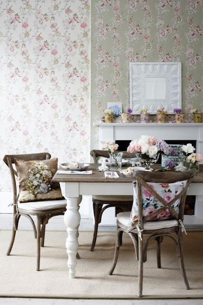 Peindre une table pour sa salle à manger, c\'est l\'intégrer à coup ...