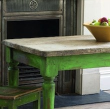 Comment peindre ses meubles et les patiner selon la for Patiner une table en chene