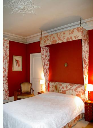 Decoration:fabriquer un dais pour le lit d\'une chambre de charme