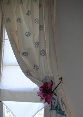 Imprimer son tissu au pochoir - Rideau de salle de bain fenetre ...