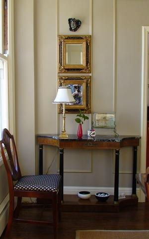 Bien disposer ses cadre et ses tableaux conseils - Comment disposer des tableaux sur un mur ...