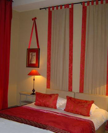 decoration idee pour une tete de lit en panneaux de tissu. Black Bedroom Furniture Sets. Home Design Ideas