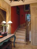 La couleur utiliser les rouge brun en decoration interieure for Peindre escalier travertin