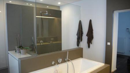 D coration une salle de bains design tres epuree et tres confortable - Miroir sdb castorama ...