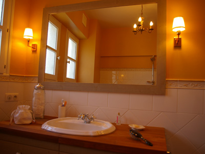 Salle de bains red cor e - Accessoire salle de bain jaune ...